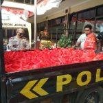 Kapolsek Kompol R Sigit Kumono Memimpin Pendistribusian Paket Sembako di Kebon Jeruk